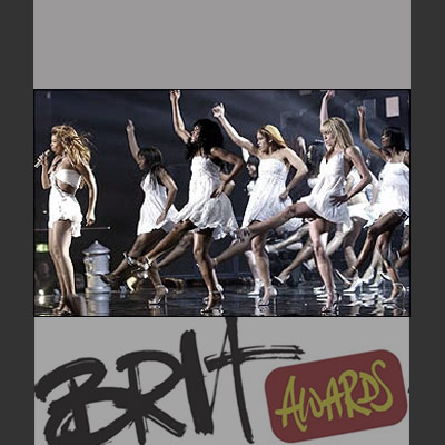 Beyonce with dancers at BRIT Awards